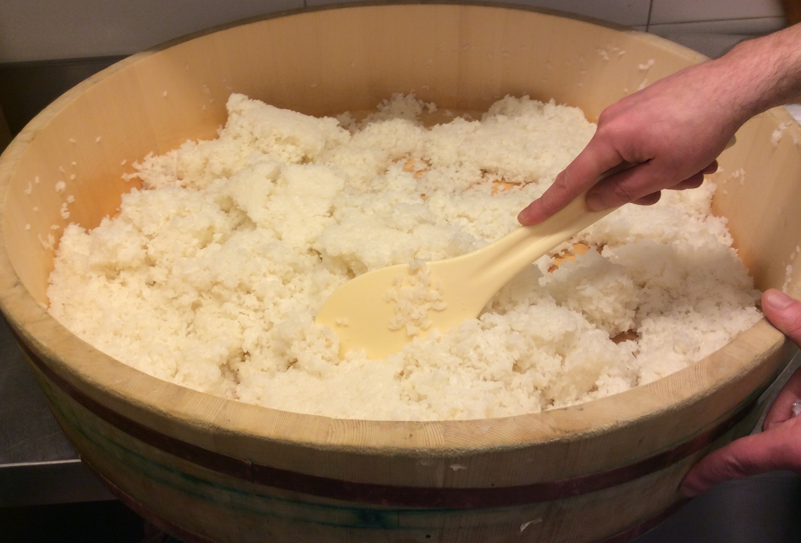 como-hacer-arroz-sushi-remover