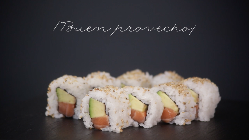 Cómo hacer rollos de uramaki. Tu receta de sushi en 7 pasos.